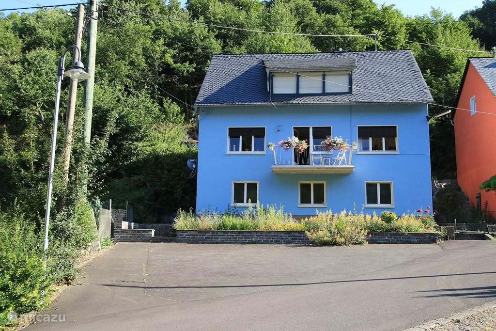 Vakantiehuis de Veldenzer Hammer ligt aan de bosrand midden in het groen