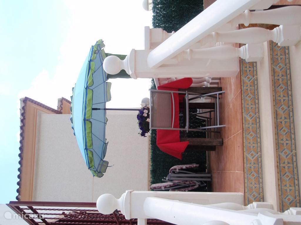 ... op het terrasjes beneden achteraan is het goed toeven ...