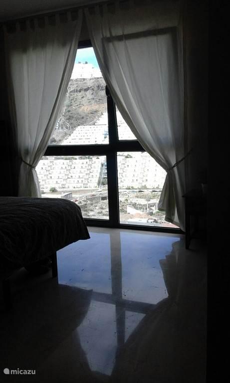 Slaapkamer met grote ruime inbouwkast! Met grandioos uitzicht op Puerto rico