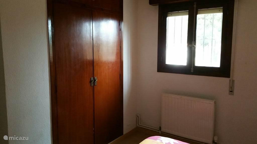 slaapkamer 1 met inbouwkast