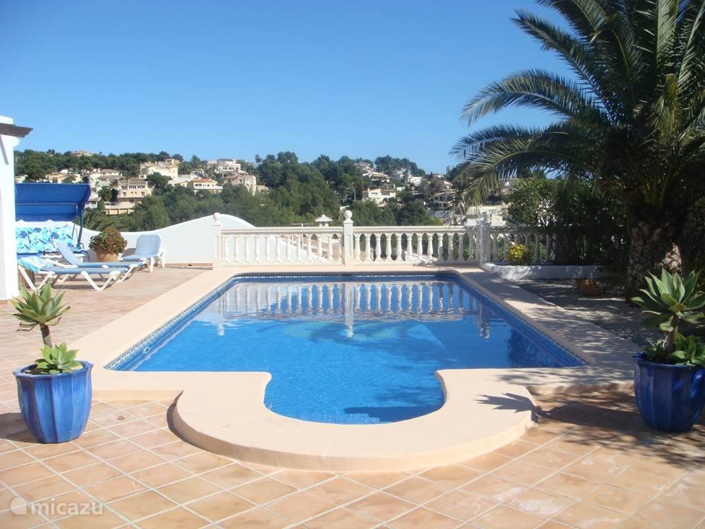 Zonnig privé zwembad van 10 x 5 m