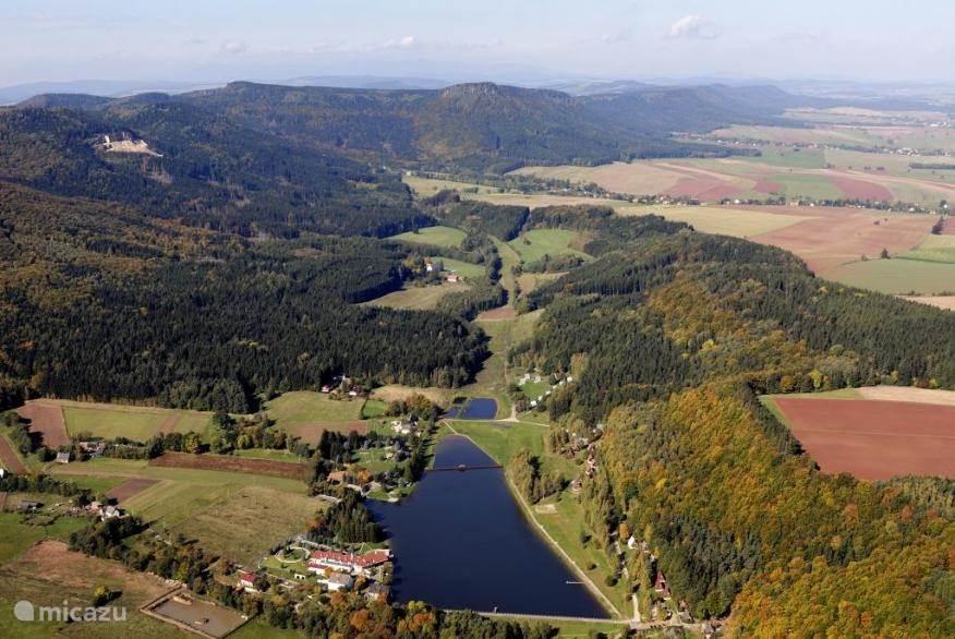Luchtfoto zwemmeer. Op 1 km afstand van Huize Wateler
