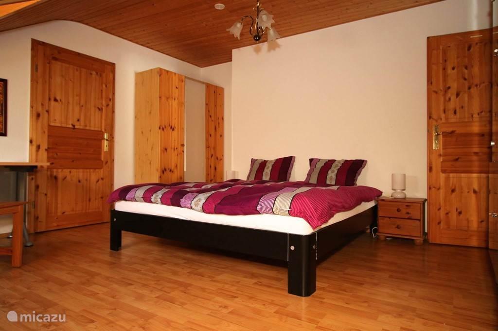 Master bedroom met eigen badkamer