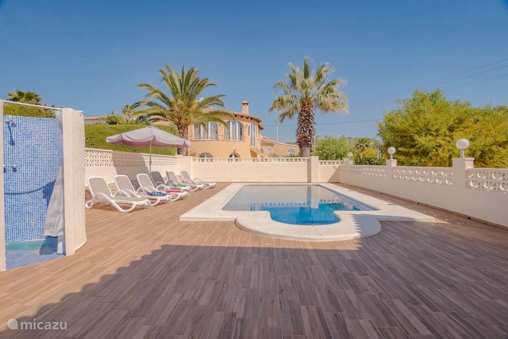 terras met prive zwembad