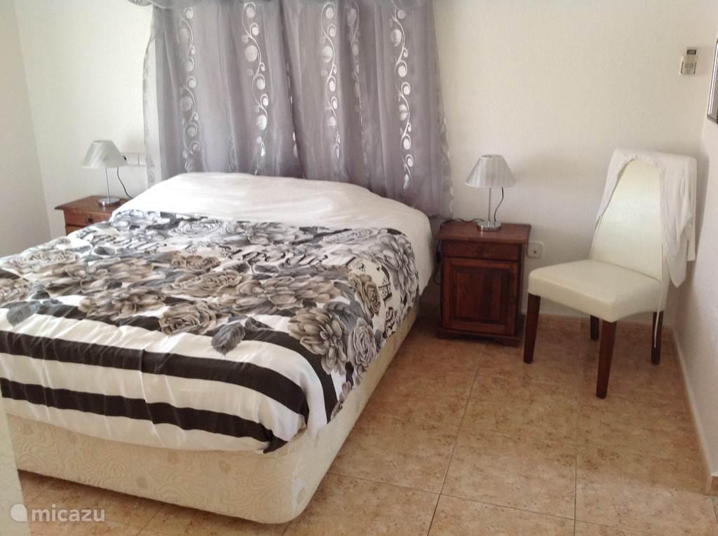 Slaapkamer met eigen balkon en inloopbadkamer