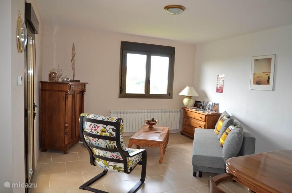 De woonkamer bevat een kast met zeer veel informatie over de streek, wandel- en autoroutes etc.
