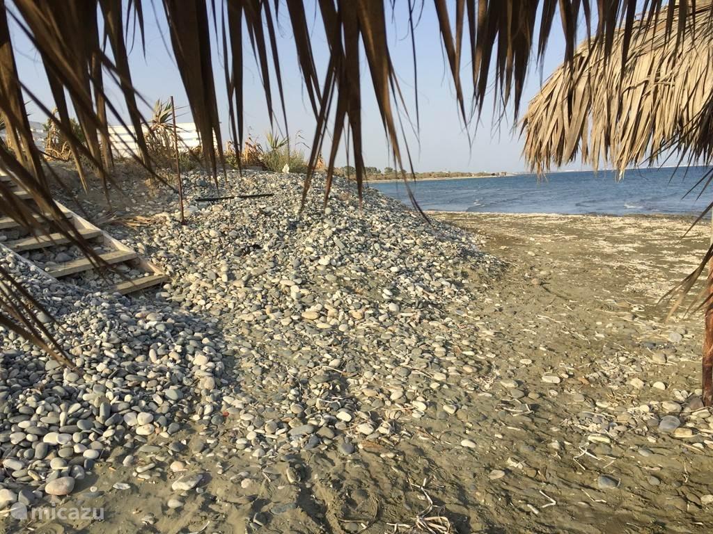 Mazotos strand