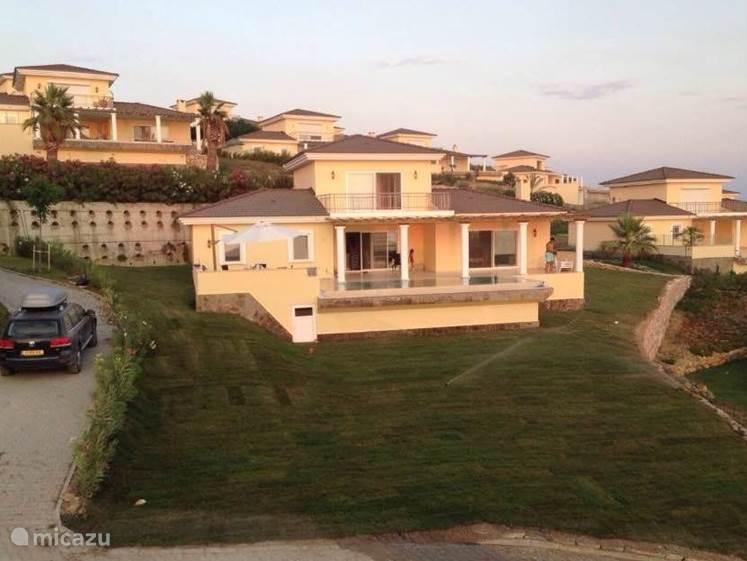 villa familien urlaub villa mit eigenem pool in kusadasi g is t rkei mieten micazu. Black Bedroom Furniture Sets. Home Design Ideas