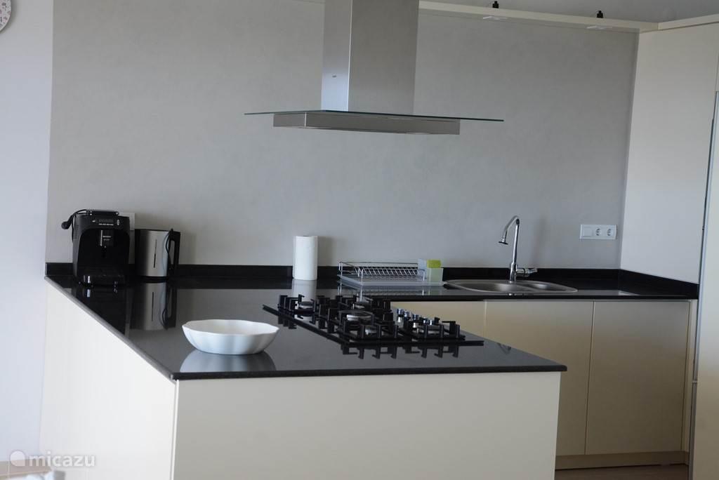 Mooie moderne keuken voorzien van alle gemakken. Alle apparaturen aanwezig.