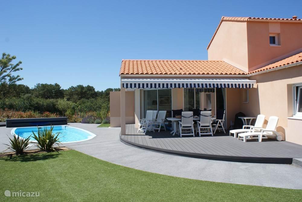 Vrijstaande villa met verwarmd zwembad en veel privacy