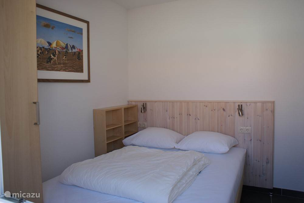 Ground floor bedroom with 2 persons box spring bed of 140x200cm