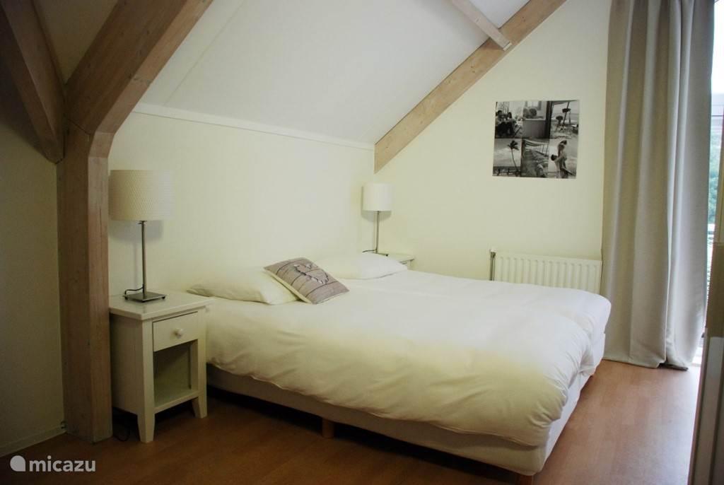 Slaapkamer 2(1e verdieping)
