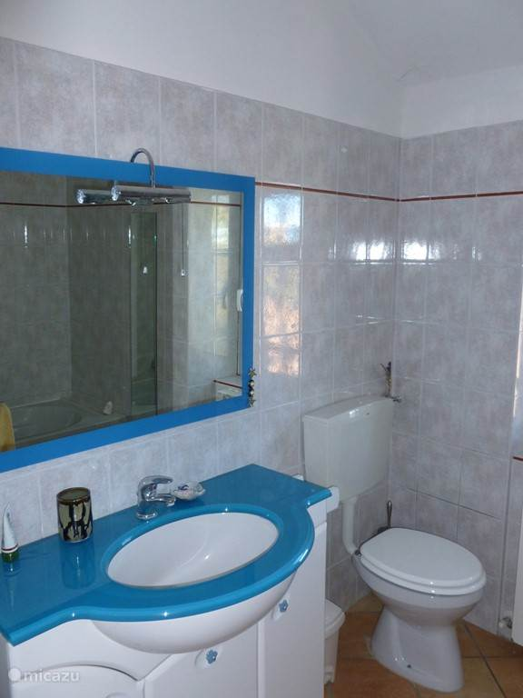 in fris blauw