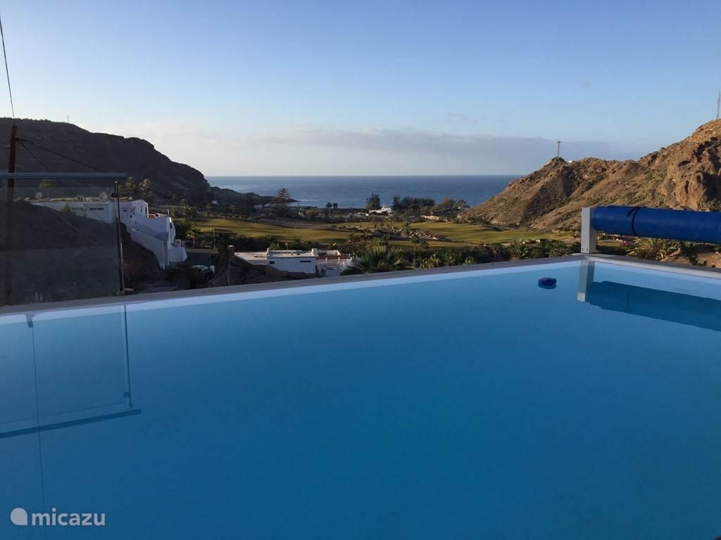 Uitzicht vanuit het zwembad