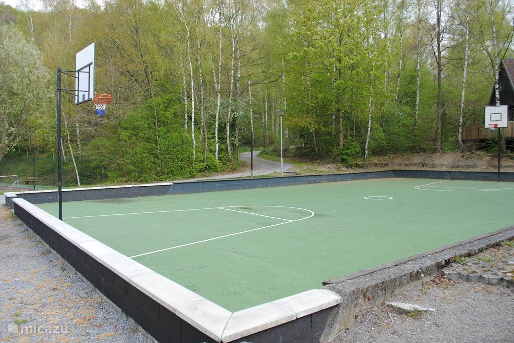 Fußkugel Basketballplatz