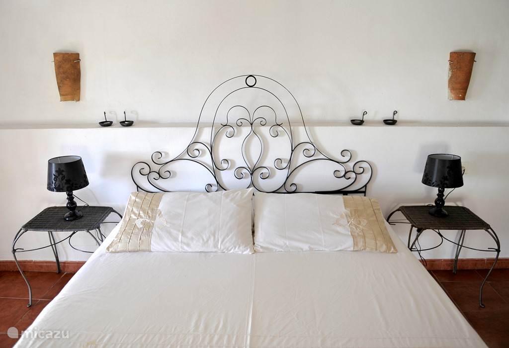 Schlafzimmerbett 160-200cm