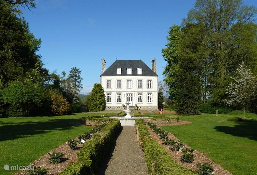 Vacation rental France, Normandy, Saint-Germain-de-Tallevende Manor / Castle La Tessonnière