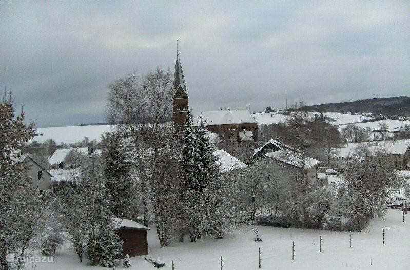 Wintersporten mogelijk in Daun en Prüm. Uitzicht vanuit de kamer.