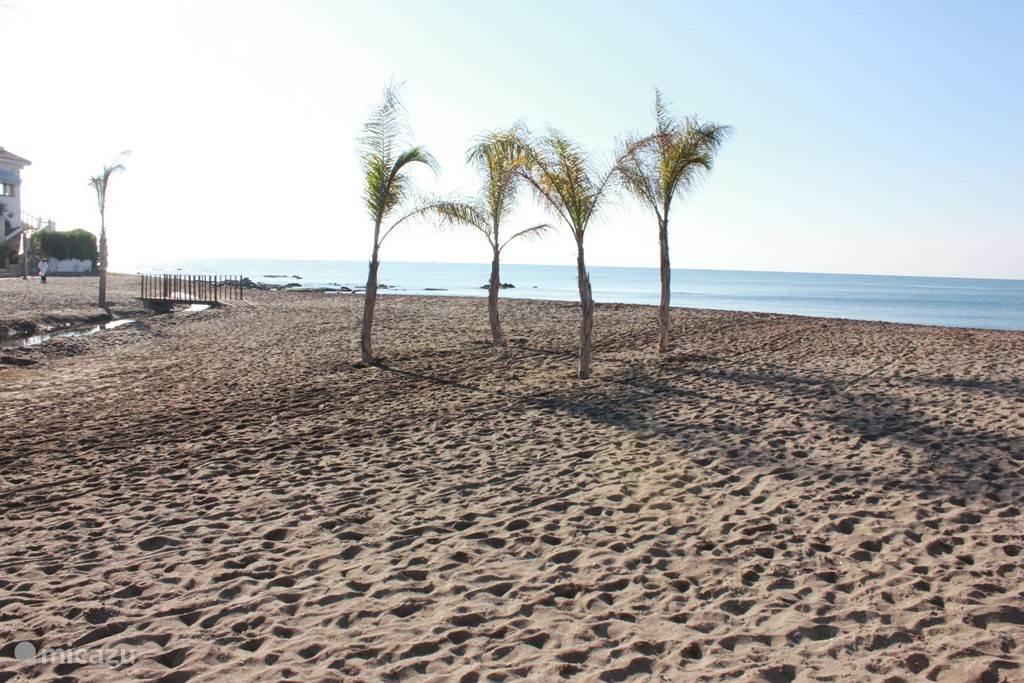 het strand op 500 m van het appartementje