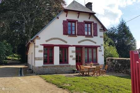 Vacation rental France, Creuse, Royère-de-Vassivière holiday house Les Charmilles de Porcelaine