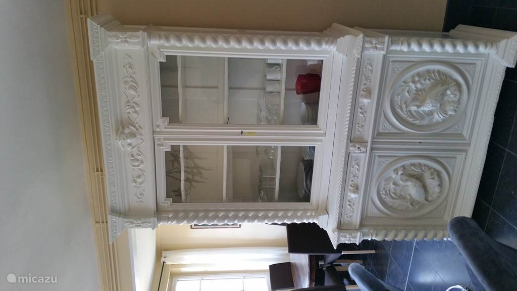 Living room: cabinet with porcelain from Limoges