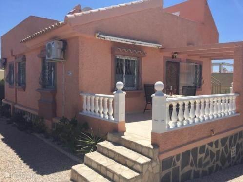 Voorkant van de villa