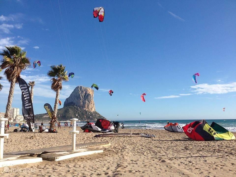 Veel sport mogelijkheden op de stranden van Calpe.