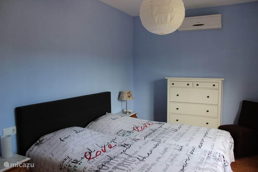 De 4 slaapkamers zijn allemaal uitgerust met airco.