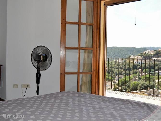 Slaapkamer met uitzicht bergen