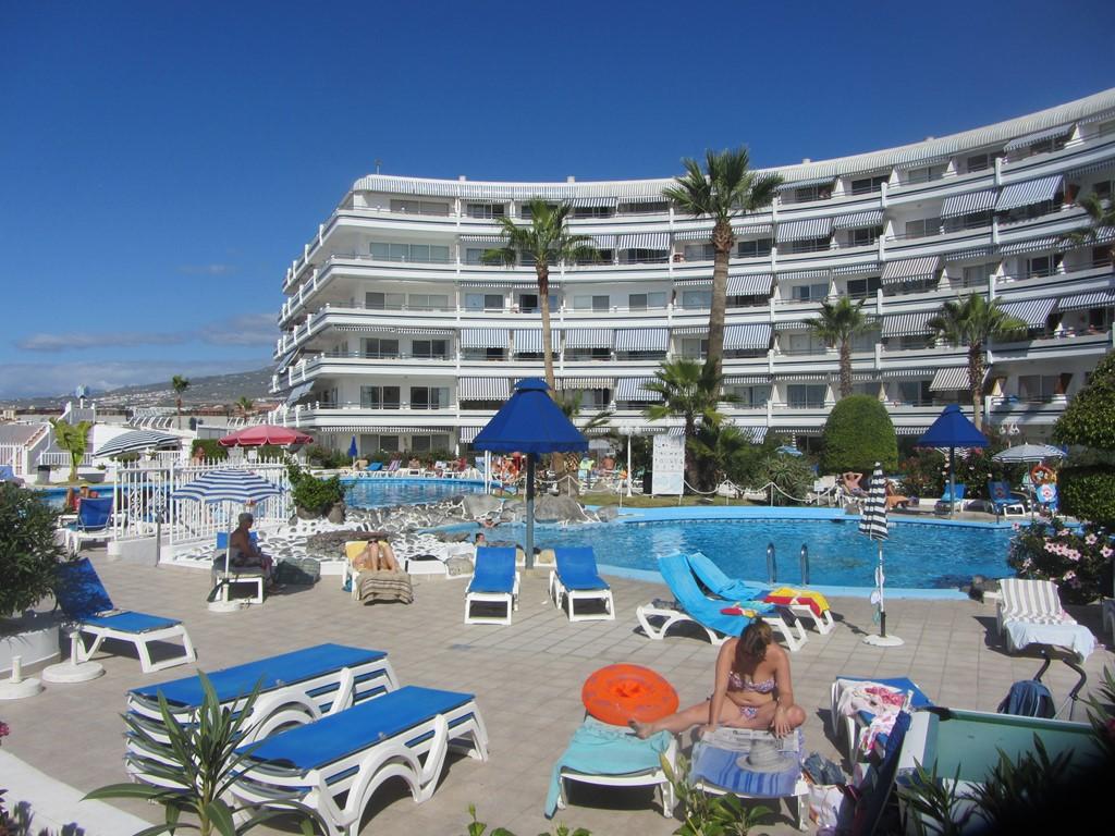 Tenerife: Super gelegen appartement , nog vrij van 25-10 tm 6-11 prijs €500 /week . Minimale boeking 1 week. Ligging aan de boulevard bij P.Colon