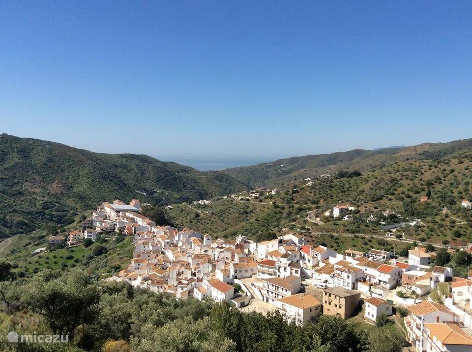 Het dorpje Totalan met uitzicht op de Middellandse Zee.