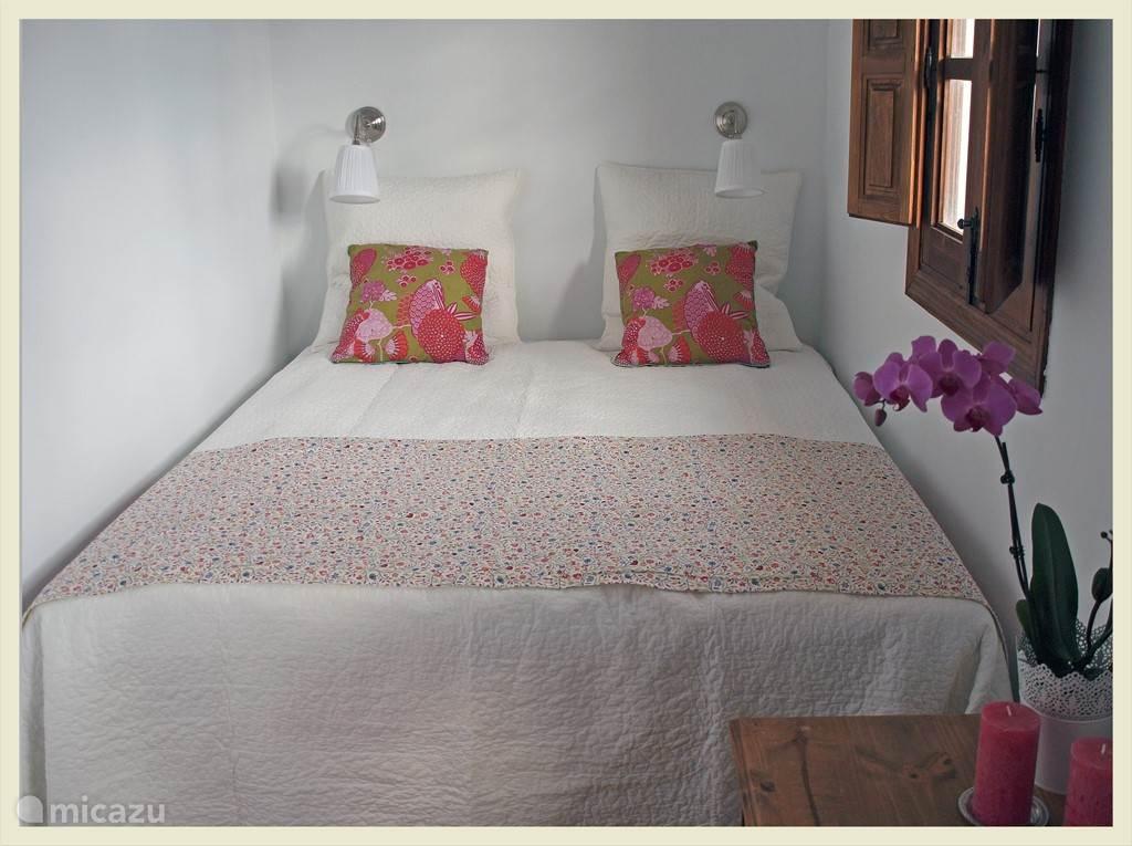 Slaapkamer 1 met een tweepersoonsbed.