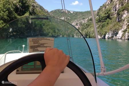 Gorges du Verdon bezoeken met een elektrisch bootje