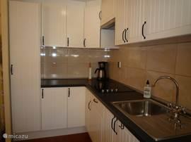Vakantiehuis typisch spaans huisje in torrevieja costa blanca spanje huren - Ingerichte keuken ...