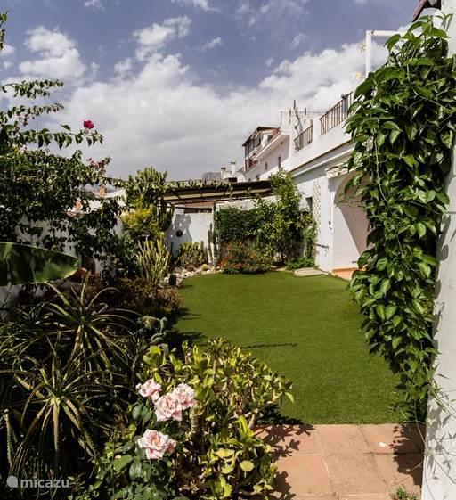 Heerlijk zonnige tuin met volop privacy