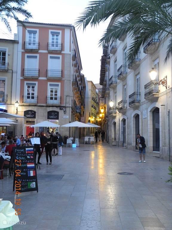 Alicante is een prachtige stad. Cultuur,strand,shoppen, eten en uitgaan.
