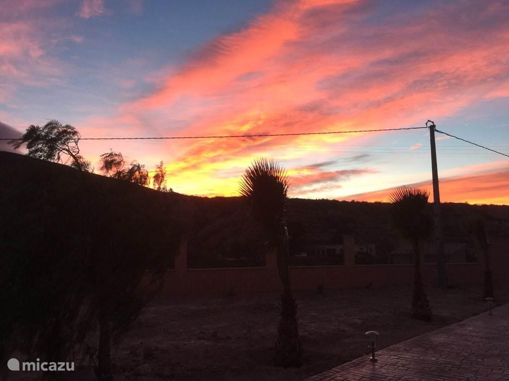 Aan het einde van de dag zijn er vaak mooie luchten te zien.