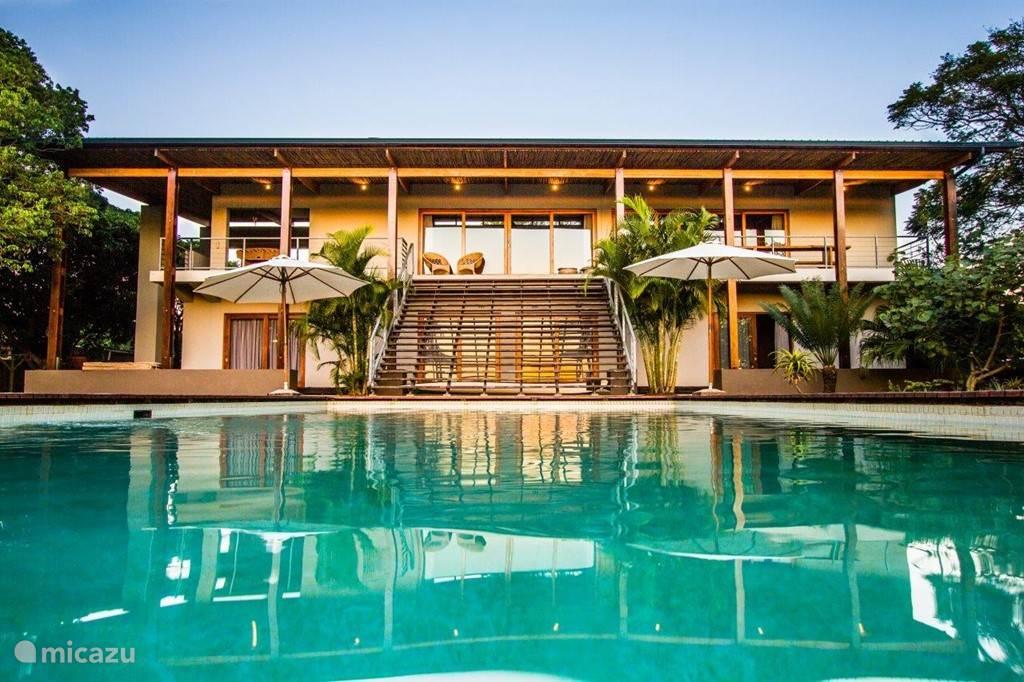 Ongoye View Residence - Mtunzini Voorzijde villa met zwembad