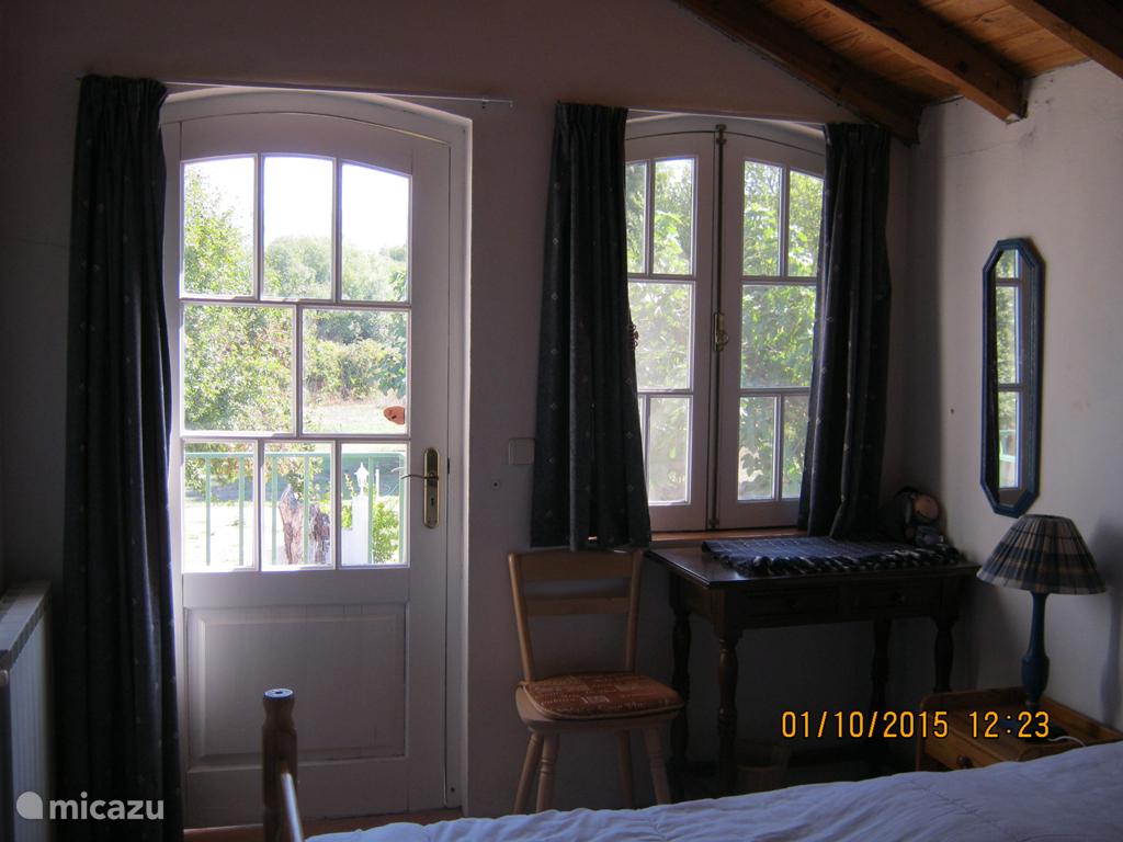 Beide slaapkamers zijn op de 1ste etage gelegen en hebben elk een eigen ingang en een identieke indeling.