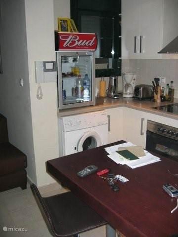Keuken met alle nodige toestellen en extra koelkast