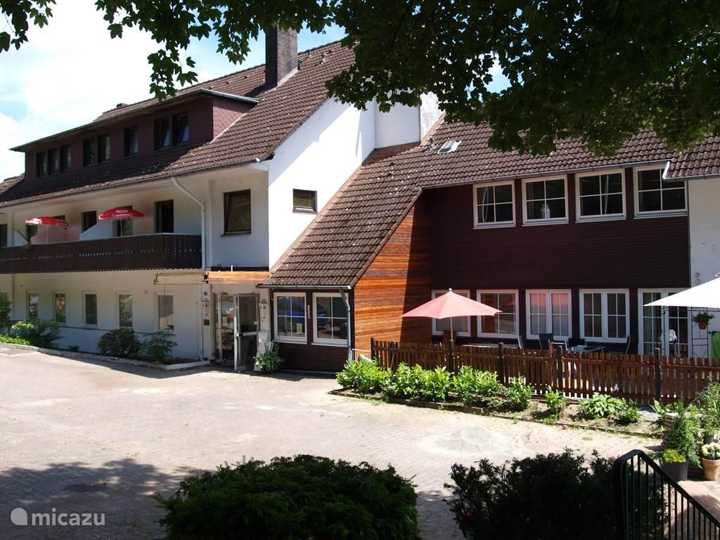 Vakantiehuis Duitsland, Nedersaksen, Gottingen vakantiehuis Waldresidenz 'Am Roten Wasser'