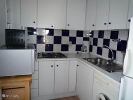 Appartement appartement molino blanco in torrevieja costa blanca spanje huren - Ingerichte keuken ...