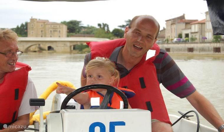 Zelf varen met een motorbootje zonder vaarbewijs kan in Condom of Nerac