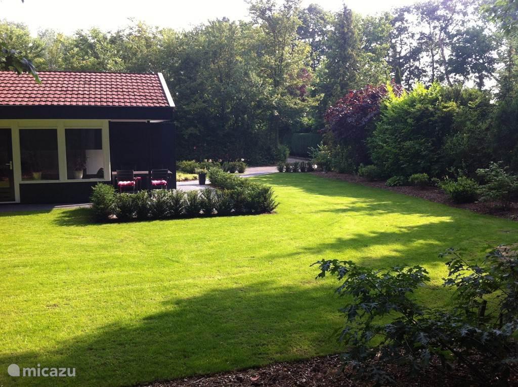 Foto vanuit de tuin