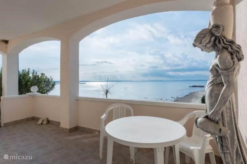 Rent a apartment apartment   directly on beach in zadar, dalmatia ...