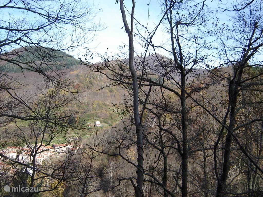 Can Menut gezien vanaf de weg naar Spanje