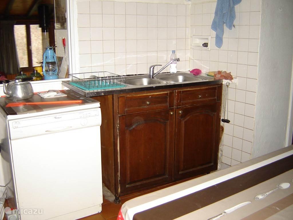 Uw keuken, met dubbele spoelbak en afwasmachine