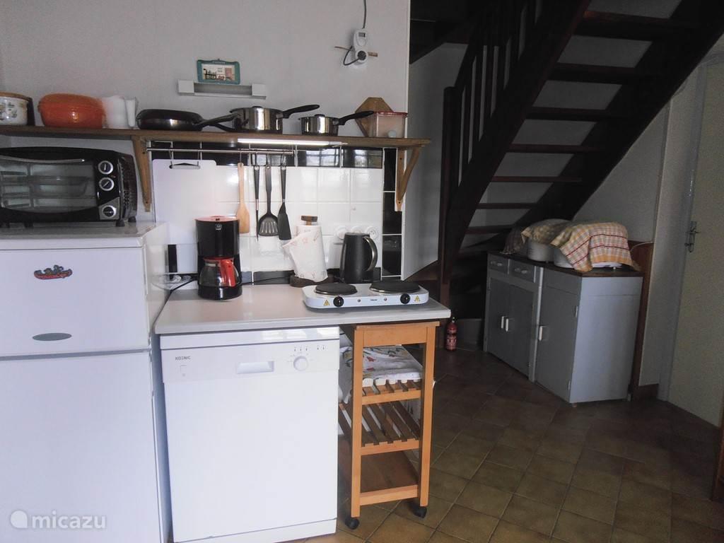 Keukentje en trap naar bovenetage