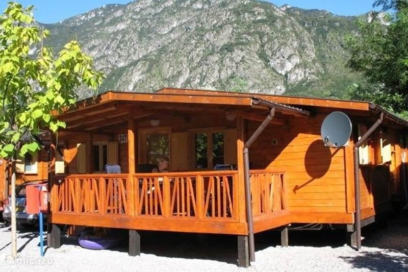 Rent casa di porlezza in porlezza italian lakes micazu for Piani di casa chalet svizzero