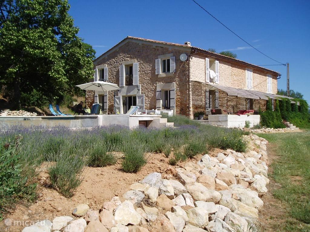 Vakantiehuis Frankrijk, Provence, Saint-Julien Le Montagnier - boerderij La Barraque
